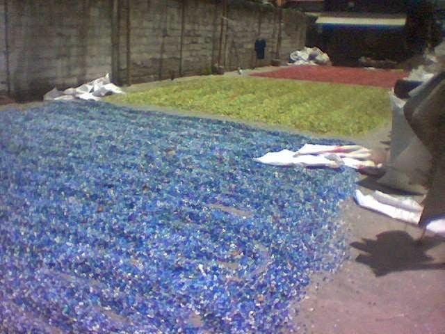 Bijih plastik hasil cacahan mesin crusher. Sumber: mesinsakti.blogspot.com